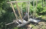 男子在荒郊野嶺修建公廁,沒想到完成後,遊客差點以為這是個景點