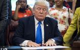 唐納德·特朗普總統與學生簽署諒解備忘錄