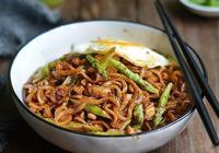 天冷不想做法,送您好吃易做的蘆筍雞丁炸醬麵,簡單的美味