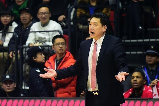 李春江接手廣東,兩年就帶隊進了決賽,帶廣廈為何首輪都過不了?