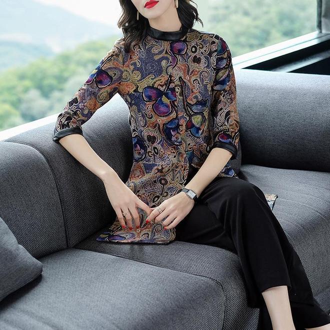 """中國又一""""中式""""套裝火了,25-55歲女人穿,洋氣減齡還保暖"""