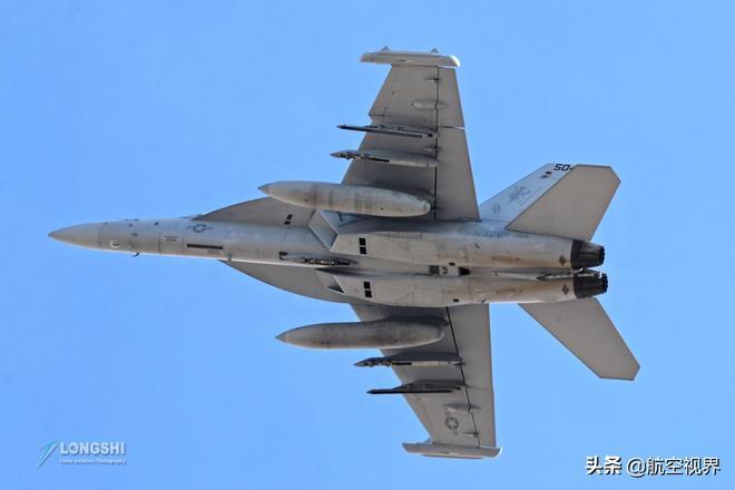 實拍美國紅旗軍演一次看個夠,40分鐘起飛70架戰機,實力可見一斑