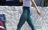 女星朱莉安·浩夫現身洛杉磯,她給人健美的感覺