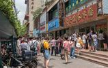 上海一港式茶餐廳爆火,店裡店外擠滿人,路人以為雞蛋特價