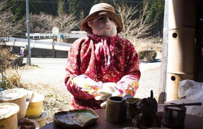 實拍日本木偶村:到處都是恐怖詭異的木偶,是村民生前的面貌