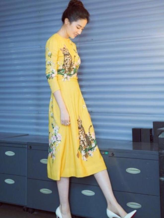 本以為劉亦菲的黃色裙已經夠美了,直到看見倪妮的黃裙,我呆住了