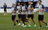 足球——法國杯:巴黎聖日耳曼備戰決賽