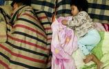 坑娃的那些爹,晒一晒那些年爸爸和女兒的睡姿