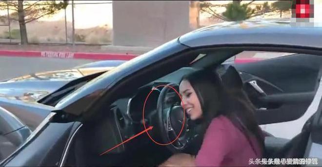 美女開2600萬的五菱去加油,看了價表才知道咱差的遠遠不只是車