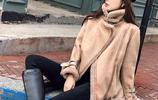今年流行這麼穿:羊羔毛外套+長筒靴,減齡又保暖,美的光彩照人