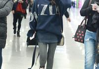 李沁心真大!直接穿打底褲走機場,下面那塊布看得人尷尬症都犯了