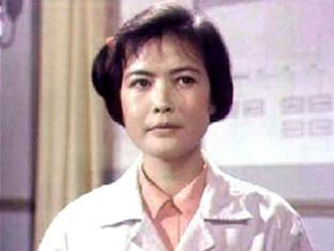 """憑《苦菜花》中""""娟子""""走紅,離婚憂鬱患病去世,享年53歲"""