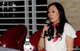 她是黑龍江女首富,小記者出身,英國丈夫因厭倦富豪生活與她離婚