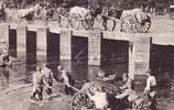 日軍隨軍記者拍攝的侵華日寇真實老照片,圖五正往井裡投毒