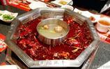 實拍:重慶小妹請我吃火鍋,只怪食材太生猛,嚇得我不敢動筷子