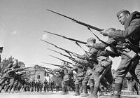 蘇德戰爭初期,數量龐大的蘇軍為何被德軍打得一潰千里