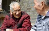 河南百歲夫婦攜手度過80多個春秋,五世同堂的大家庭令人驚羨