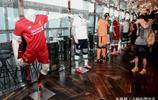 英超利物浦足球俱樂部在香港發佈2017/18賽季第二客場球衣