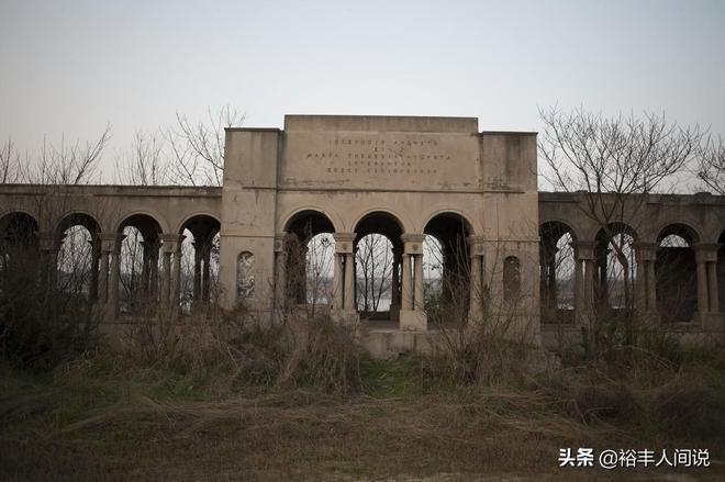 """湖北一公園荒廢近20年,包含了各種國外建築,今成""""網紅""""打卡地"""