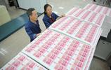 實拍:印鈔公司員工的日常工作,可謂是數錢數到手抽筋