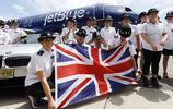 19人團隊拉動空中客車A320飛機