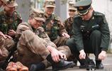 新兵因個高腳大被裝不合身,穿51碼鞋嚇著班長,只能聯繫廠家定做