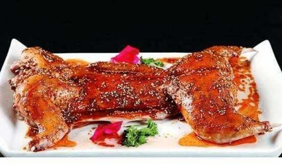 一個老外提出一個尷尬的問題:中餐裡,為什麼會用兔子肉做菜