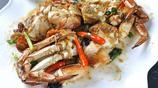 海的生猛鮮味很適合爆炒,爆炒香辣麵包蟹出鍋後油光裡飄出蟹膏香氣,感覺幸福極了