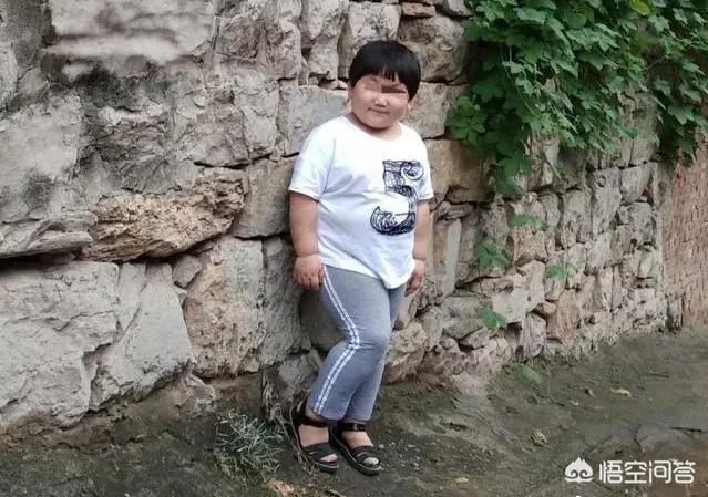 鄭州7歲女童武校內死亡,身上多處淤痕,父母取回遺物時遭校方人員群毆;警方:已介入調查,你怎麼看?