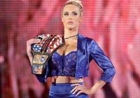 出身豪門的她是WWE的女神經紀人!卻嫁給了五大三粗的草根大漢