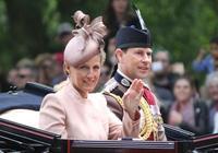 英國女王最小兒子被排擠出王室?生日被遺忘,查爾斯訓得他抬不起頭,終於從婚姻中得到補償