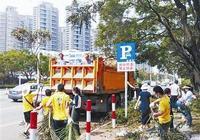 麒麟啤酒(珠海)有限公司團員和志願者為道路清障