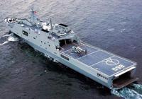 排水量2萬噸 可搭載6架直升機:它是海軍除航母外最大的艦載平臺
