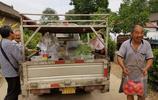 40年前同病相憐的殘疾青年組成家庭,如今他們沿村賣菜,活出精彩