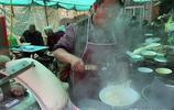 山西一個農家小飯攤 花三千元買了一個機器人刀削麵 一天多賺六百