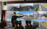 守衛港珠澳大橋的武警部隊戰士照,士兵兩人一組,晝夜不間斷巡邏