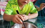 """為了救父親,11歲男孩暴飲暴食增肥20多斤,被同學嘲笑為""""小豬"""""""