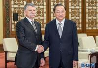 俞正聲會見匈牙利國會主席克韋爾