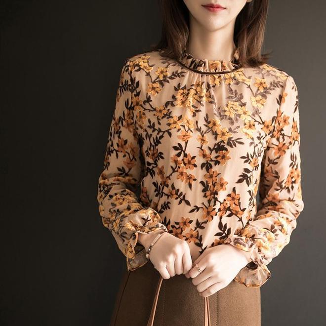 毛衣不興了,漏風!70後都穿這加絨小衫,時髦抗寒,女人味十足