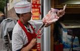 青島老城區 一家小館子夏日一位難求 遊客慕名而來 只為一口地道的沂蒙山羊肉
