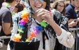 牛津大學也瘋狂 學生考試結束別樣慶祝方式