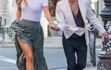 妮娜·阿格戴爾和男友現身街頭,網友:這次很保守
