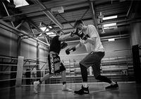 波神在拉脫維亞跟隨拳擊手訓練