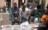 非洲這一國家,窮的只剩下錢,發工資時,人們只要麵包不要錢