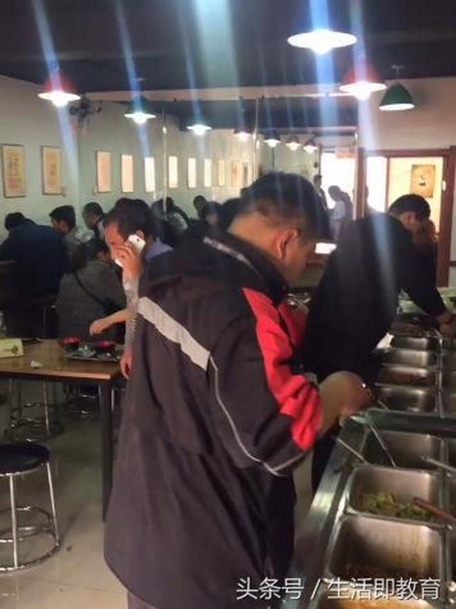實拍10元自助餐店,不限量供應近二十種葷菜品,花十元吃到飽!