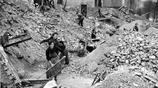 回眸歷史,二戰後的德國,只剩老弱婦孺,滿目瘡痍!
