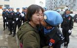 """維和警察領證第二天就出國,歸來的""""這一吻""""感動了無數網友"""