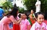 """福州小學生行啟蒙""""開筆禮"""" 紀念孔子誕辰2568週年"""