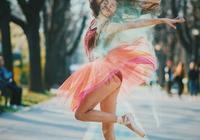 足尖青春:在春天裡起舞的小巴蕾舞女演員