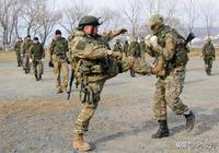 他們是中國人民解放軍,讓軍人依法優先,就像戰場上他們優先一樣